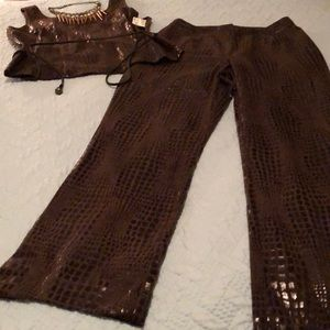 Top and bottom alligator material brown and black,